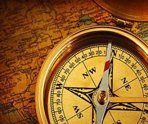 Puzle A bússola e mapa de alguns acessórios essenciais para os exploradores e aventureiros