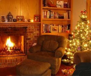 Puzle A sala de uma casa na noite de Natal sobre o fogo ea árvore com os presentes
