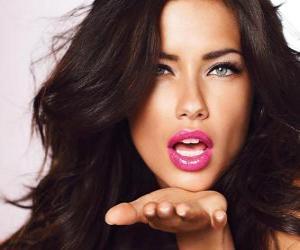 Puzle Adriana Lima é um modelo brasileira.