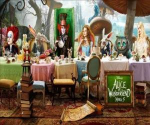 Puzle Alice é a convidada de honra na Festa Maluca do Chá