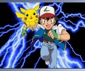 Puzle Ash, instrutor do pokémon, com seu primeiro Pokémon Pikachu