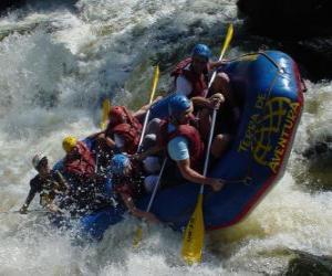 Puzle Aventureiros descer o rio com um barco inflável