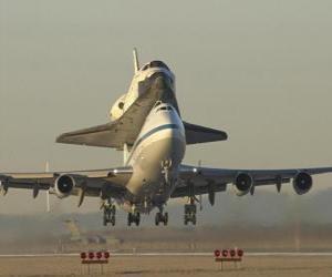Puzle Avião que transportava um ônibus espacial