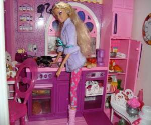 Puzle Barbie na cozinha