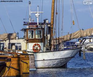 Puzle Barco de pesca no porto