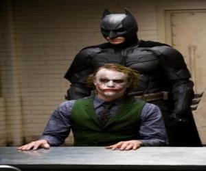 Puzle Batman interrogando e seu inimigo, o Joker