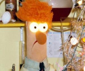 Puzle Beaker fazendo um experimento no laboratório do Muppets