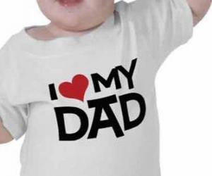 Puzle Bebê com uma camisa que diz Eu amo meu pai