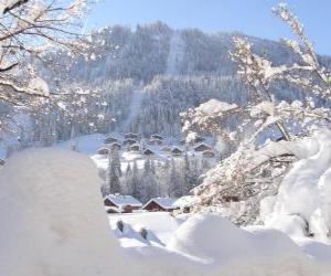 Puzle Bela paisagem completamente nevada