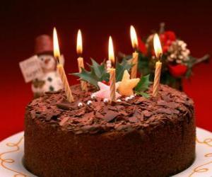 Puzle Bolo com cinco velas para a celebração do aniversário