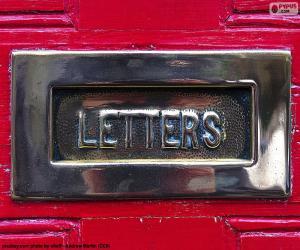Puzle Caixa de correio em uma porta vermelha