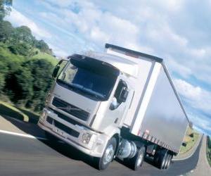 Puzle Caminhão Volvo VM é um caminhão médio