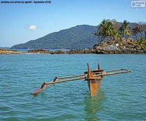 Puzle Canoa de madeira na costa da África