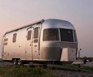 Puzle Caravana. Mobile home, reboque fechado que é puxado pelo outro veículo