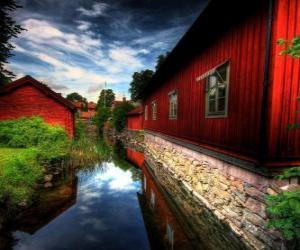 Puzle Casas vermelhas ao lado de um canal
