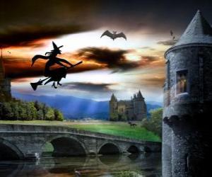 Puzle Castelo encantado na noite de Halloween com a bruxa voando em sua vassoura mágica