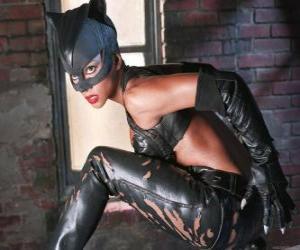 Puzle Catwoman ou a Mulher Gato, uma ladrona de jóias e rival de Batman para quem sente uma forte atração romântica