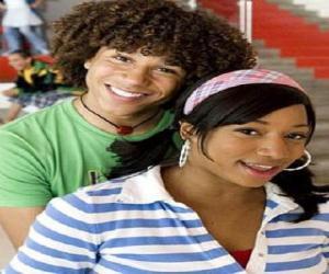 Puzle Chad (Corbin Bleu), Taylor (Monique Coleman)