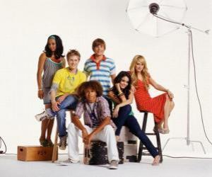 Puzle Chad (Corbin Bleu), Taylor (Monique Coleman), Gabriella Montez (Vanessa Hudgens) Troy Bolton (Zac Efron), Sharpay Evans (Ashley Tisdale), Ryan Evans (Lucas Grabeel)