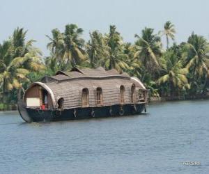 Puzle Chalupa no rio, um barco projetado como habitação