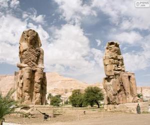 Puzle Colossos de Mêmnon estátuas gigantescas do faraó Amen-hotep III, Luxor, Egipto