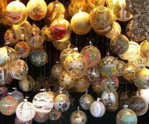 Puzle conjunto de bolas de Natal com diferentes decorações