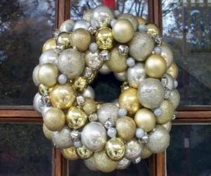 Puzle Coroa de Natal, feita com bolas
