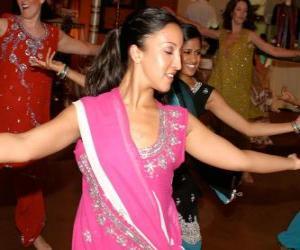 Puzle Dançarina hindu no festival das luzes, o Diwali