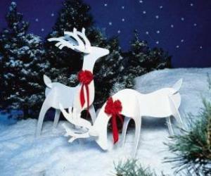 Puzle Dois rena de madeira com um laço vermelho em uma decoração de Natal