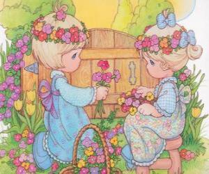 Puzle Duas meninas recolhem flores. Precious Moments