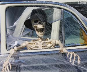 Puzle Esqueleto em um carro, Halloween