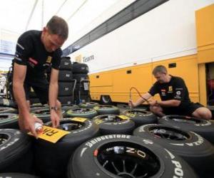 Puzle F1 mecânica, preparação do pneumático