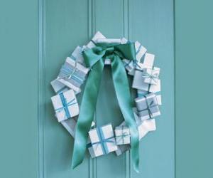Puzle guirlanda de Natal feita de caixas de papelão e amarrar