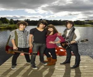 Puzle Irmãos Grey (Jonas Brothers) e Mitchie Torres (Demi Lovato)