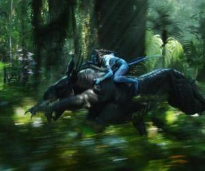 Puzle Jake montando um animal alado conhecido como toruk, a criatura mais perigosa de Pandora.