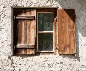 Puzle Janela com persianas de madeira