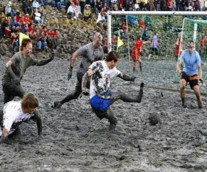 Puzle Jogos Olímpicos de lama, ou Wattolumpiad, estão lutando nos pântanos do rio Elba