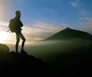 Puzle Jovem explorador com a mochila