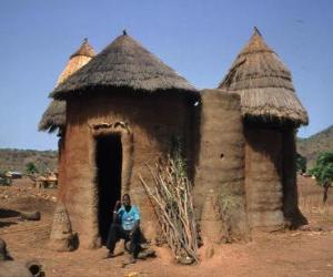 Puzle Koutammakou - Terreno da torre Batammariba cujas casas construídas de takienta (adobe) tornaram-se um símbolo do país. Togo