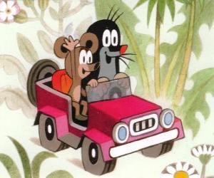 Puzle Krtek a Pequena Toupeira dirigindo um jipe, juntamente com o pequeno rato