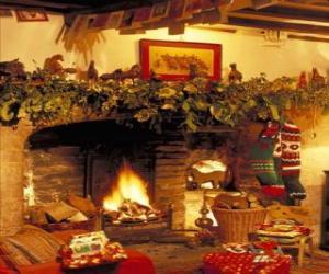 Puzle Lareira com o fogo aceso e com as decorações de Natal