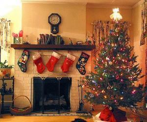 Puzle Lareira no Natal com as meias penduradas e com as decorações do Natal
