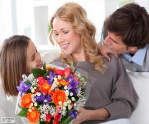 Puzle Mãe recebendo um buquê de flores