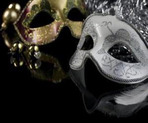 Puzle Máscaras para o celebração do Ano Novo