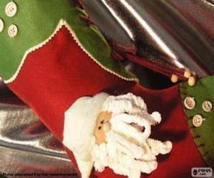 Puzle Meias de Natal decorada com cara de Papai Noel e botões