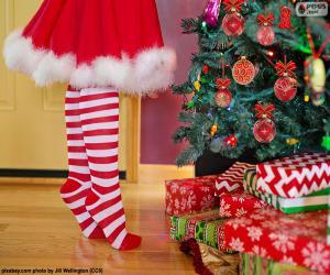 Puzle Menina a decorar a árvore