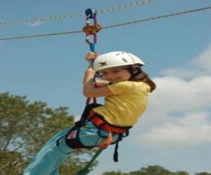 Puzle Menina aventureira que salta com uma corda e arnês