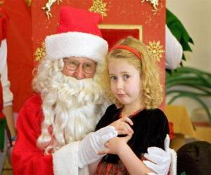 Puzle Menina fala para Papai Noel sentada no seu regaço