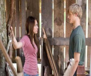 Puzle Miley Stewart (Miley Cyrus) fala com Travis Brody (Lucas Till)