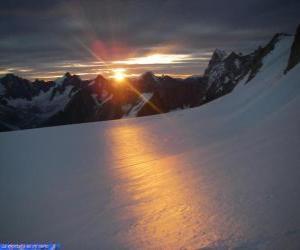 Puzle Nascer do sol na montanha